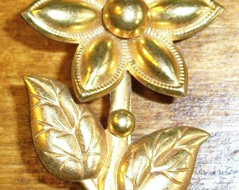 ON SALE Vintage Gold Daisy Flower Brooch Collectible Jewelry Bridal Brooch Bouquet