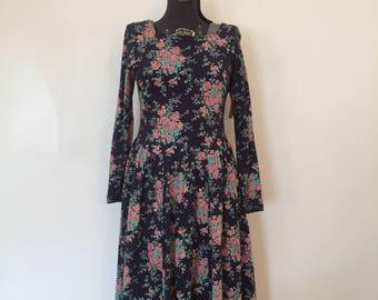 Vintage Laura Ashley Dress / Med/Lg / Vintage Floral Dress