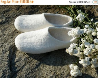 White felted slippers. Bridal slippers. House shoes. White women's slippers. Wedding slippers.  Ready to ship EU 40, US 9 size.
