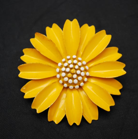 Crown Trifari Flower Brooch - Yellow white Daisy  - Enamel on Metal - large  Floral  pin -