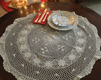 """Gorgeous Ivory Floral Doily Dresser Scarf/Table Cover/Round 30"""""""