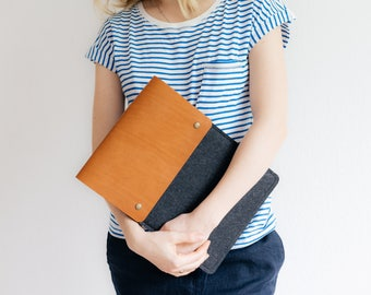 "12 Inch MacBook Retina Case, MachBook Sleeve, Italian vegetable-tanned leather, wool felt, ""Courier"""