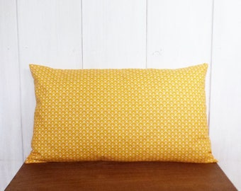 Cushion cover 50 x 30 cm yellow geometric scales