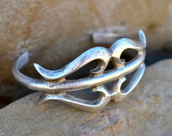 Navajo sand cast cuff bangle old vintage Native American India sterling silver tufa sandcast