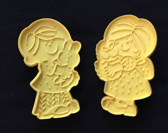 Hallmark Vintage Easter Couple Cookie Cutter