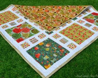 Woodland baby quilt, gender neutral green baby blanket. New baby cot quilt, woodland owls autumn quilt. Wildlife baby quilt. Square quilt UK