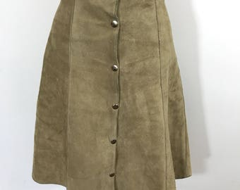"""Vintage suede skirt 1970s cream real leather suede skirt silver button front skirt 70s boho hippy style 28"""" waist UK 10 12 A line"""