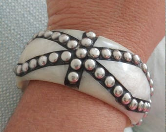 Vintage Off White Acrylic Silver Metal Bangle Bracelet