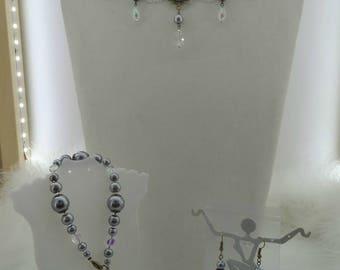 Beautiful Choker with matching Earrings and Bracelet.