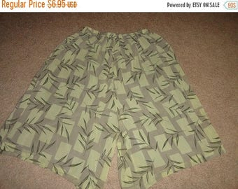 50% OFF Vintage gocho shorts size M/L Elastic waist Polyester 30 inch waist  26 inch length