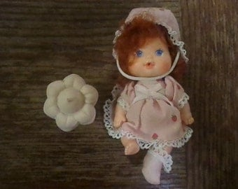 Vintage Strawberry Shortcake BERRY BABY SSC with bottle