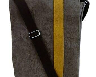 Man, French shoulder satchel bag