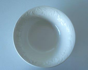 Tabletops Unlimited Fruit De Blanc 1995 Vegetable Serving Bowl