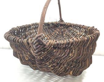 buttocks basket,butt basket, gathering basket,wicker basket, shabby chic decor,wicker basket,French farmhouse,vintage wicker