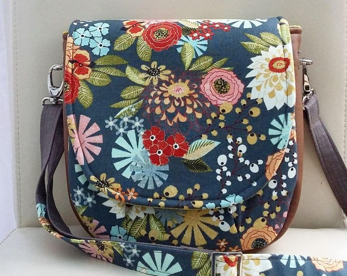 Featured listing image: NEW Winter Bloom Saddle Bag