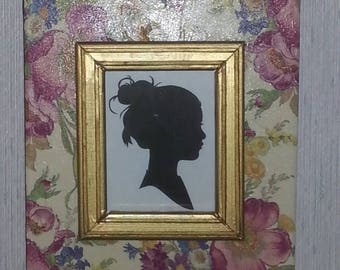 Flowered picture frame with gold trim