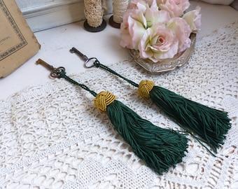 Set of 2 french vintage key tassels. Passementerie tassels Wardrobe key tassel. Dark emerald green and gold. French chateau. Paris apartment