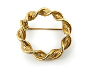 Vintage Twist, Wreath Brooch, Gold Tone
