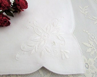 6 Pure White Napkins with Machine Embroidery and Cut Work