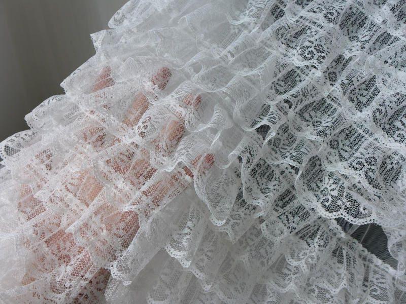 couches de tissu en dentelle volants pliss dentelle off. Black Bedroom Furniture Sets. Home Design Ideas