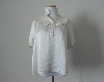 FREE usa SHIPPING vintage ivory blouse/ short sleeves/  ruff collar/ retro/ loose blouse/  chic /size M