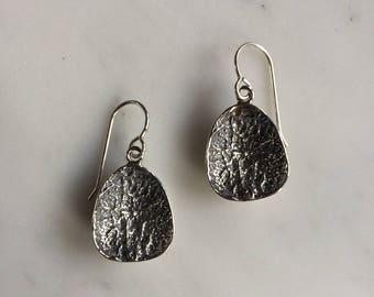 Deer vertebral epiphysis earrings short, sterilng silver, bone jewelry, kaya tinsman