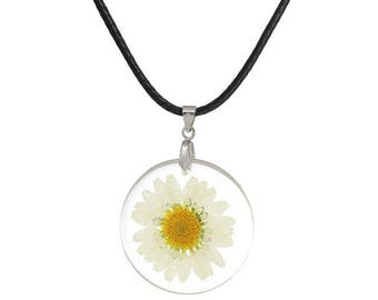 Round resin pendant necklace and white dried flower