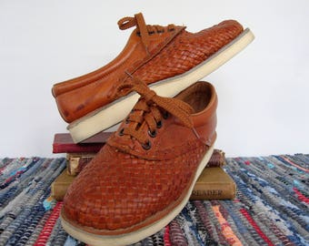 ON SALE Vintage Brown Leather Woven Oxford Shoes Lace Up Huaraches Made in Mexico Womens Size 7 Saddle Shoes Flats