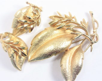 Sarah Coventry Sea Whispers Brooch Earrings Jewelry Set 60s