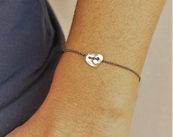 Sterling silver bracelet. Pure silver cast heart bracelet. Chain bracelet . Minimalist heart bracelet. Valentine's gift