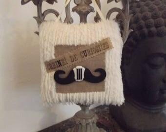 Pillow of door spirit CABINET of CURIOSITIES