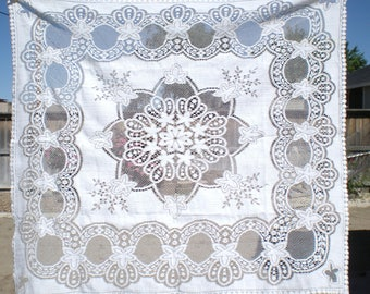 """Tablecloth Vintage White & Taupe Gorgeous Made in Scotland 42 x 47"""" Cottage Chic"""