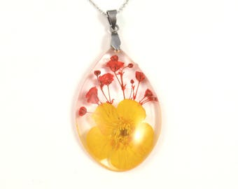 Buttercup flower Resin Pendant, Pressed Flower Jewelry, Real flower Necklace, Vibrant color necklace, Floral teardrop jewelry, plant pendant