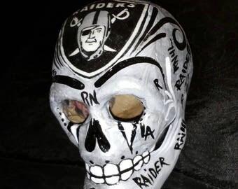 Raider skull.