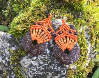 Ethnic macrame earrings with carved coconut - orange