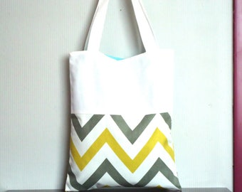 Tote bag in white cotton and pattern Scandinavian chevrons