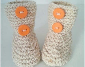 Slippers for born babies in 12 beige woolen months with buttons orange
