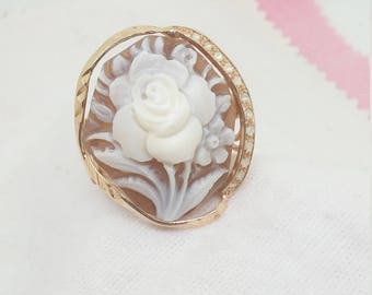Ring with rose cut diamonds and cameo
