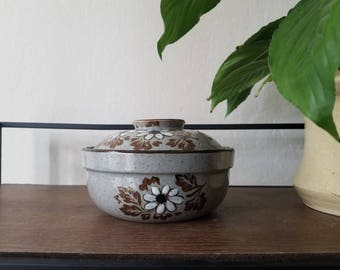 Ceramic Speckled Pot with Lid