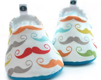 Mustache Baby Booties: baby shoes | baby clothes | newborn | toddler | baby shower gift | new baby gift | baby boy | baby moccs