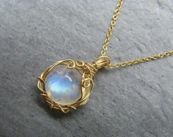 Moonstone necklace ~ Moonstone pendant ~ Moonstone jewelry ~ Blue moonstone ~ Rainbow moonstone ~ Gold leaf necklace ~ Moonstone ~ Gold ~