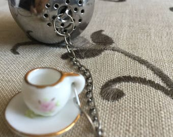 Tea infuser with porcelain charm