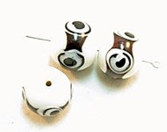3 Pieces exclusive glass beads: Black & White, ± 14x17 mm.