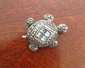 Siver Tone and Aquamarine Stone Trurtle Brooch