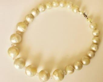 Vintage 1950s Cream Marble Swirl Moonstone Beaded Necklace