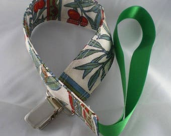 Tetine018 - Pacifier clip pattern red and green cherries