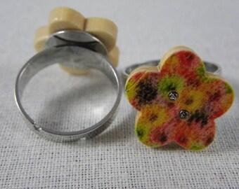 Bague040 - Multicolor flowers wooden flower button ring