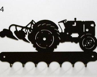 Hangs 26 cm pattern metal keys: tractor with plow