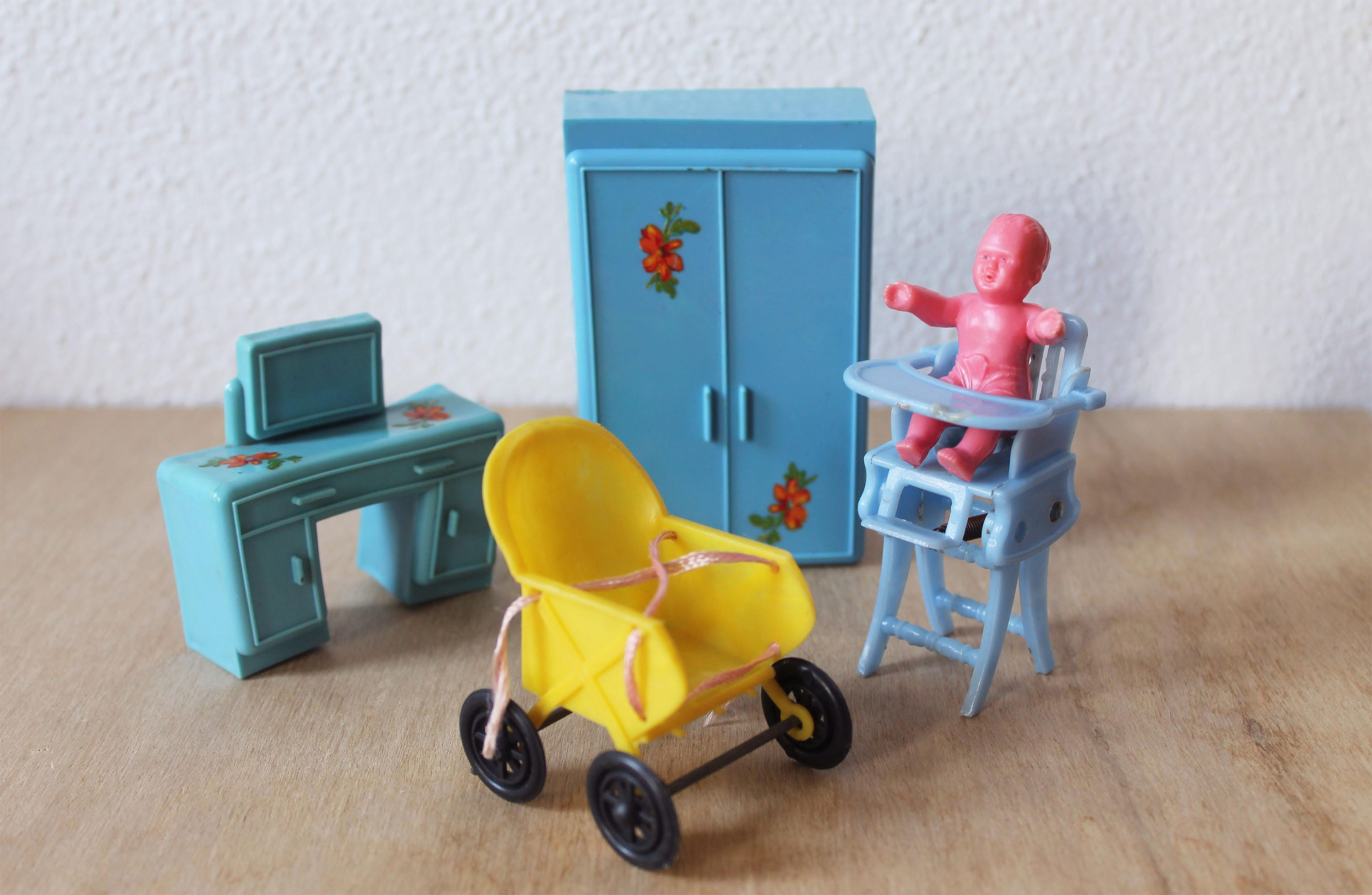 retro baby furniture. Vintage Dolls House Furniture, Doll Retro Doll, Baby 1960s Furniture E