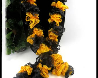 Black and Gold Ruffled Scarf, Sports team scarves, Pittsburgh Steeler scarves, ruffled scarves, crochet scarves